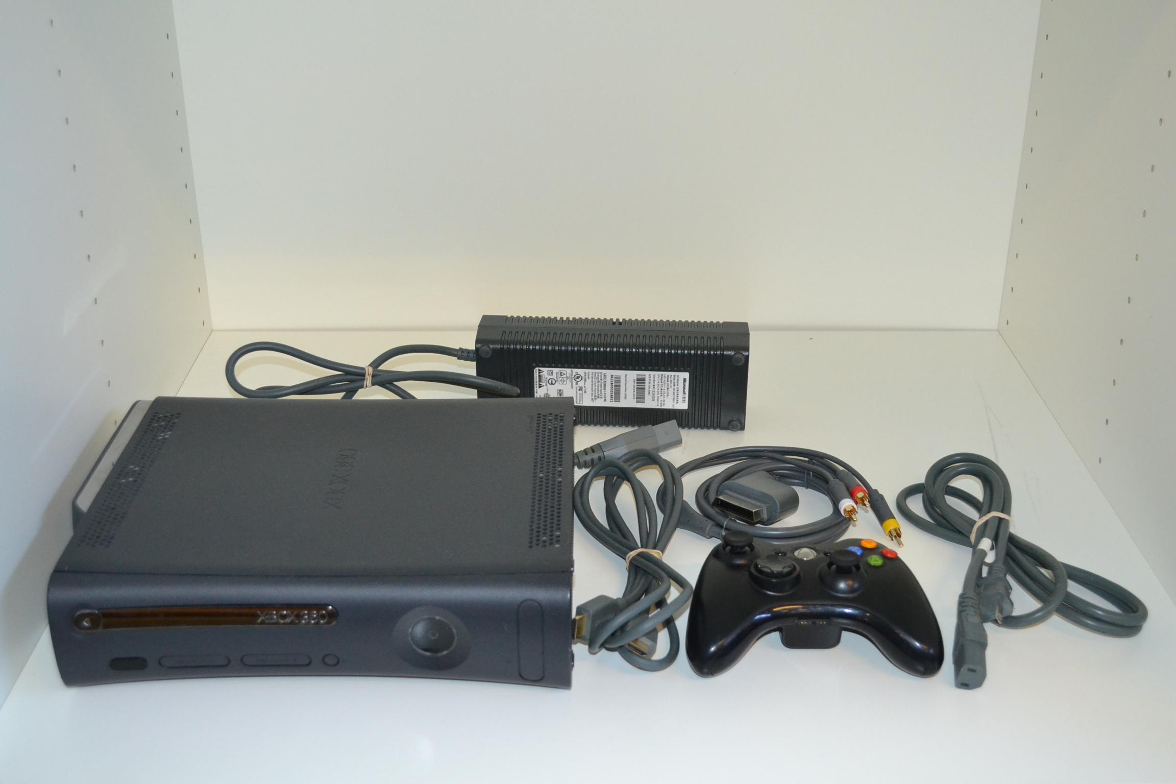 Microsoft Xbox 360 Elite System - 897.1KB