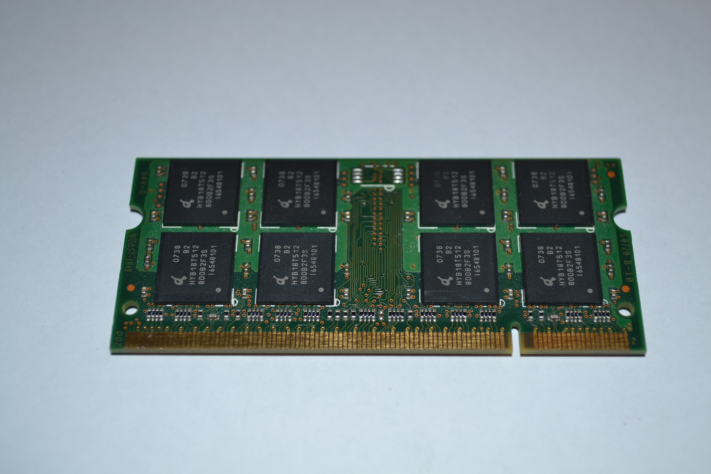 512MB DDR2 SODIMM 200PIN PC25300 667MHZ CL5 Infineon HYS64T64020HDL3SB